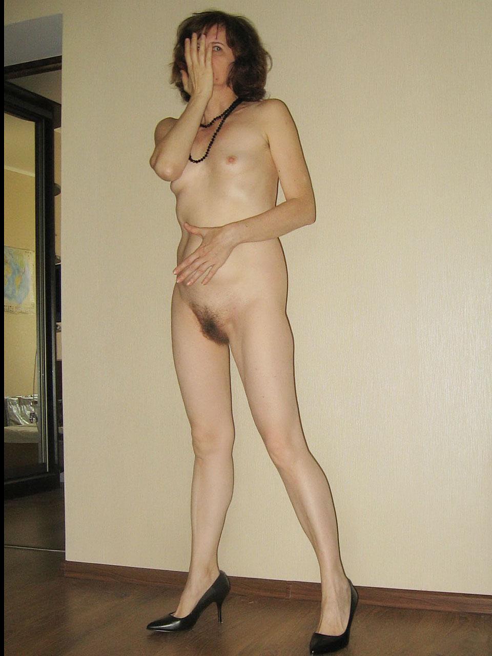 Amateur girl loves being filmed naked 2