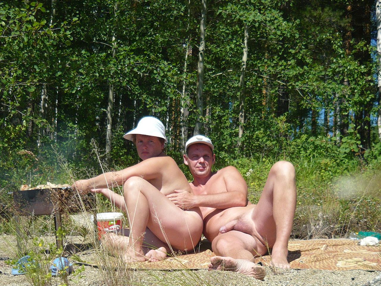Фото голых семейных пар на природе 9 фотография