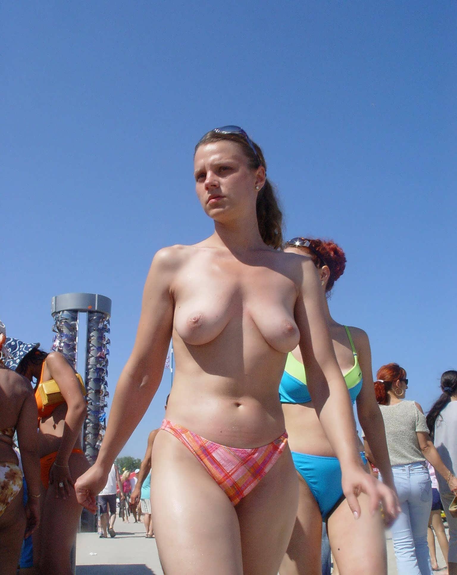 Фотогалерея всех девушек обнаженные напляже 5 фотография