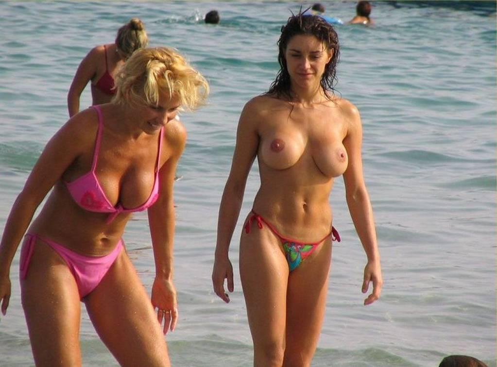 Get More Pictures From Hot Bikini Voyeur peeped by Mr. Paparacci!!!